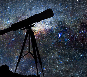 Telescope under the starry sky.