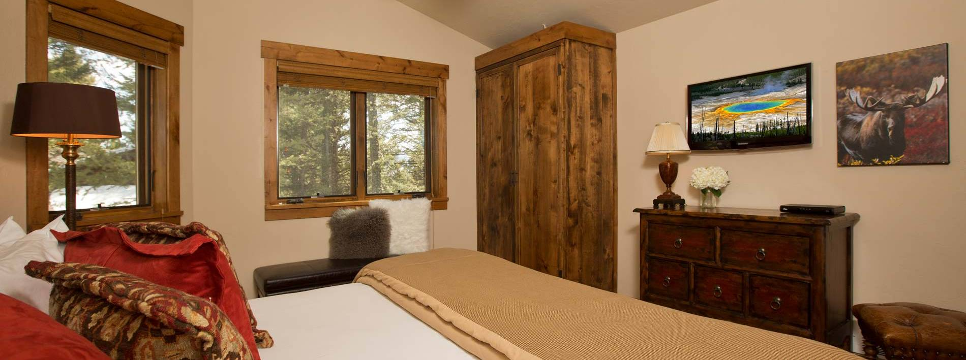 Spacious king bedroom in the Blue Moose Lodge in Teton Village