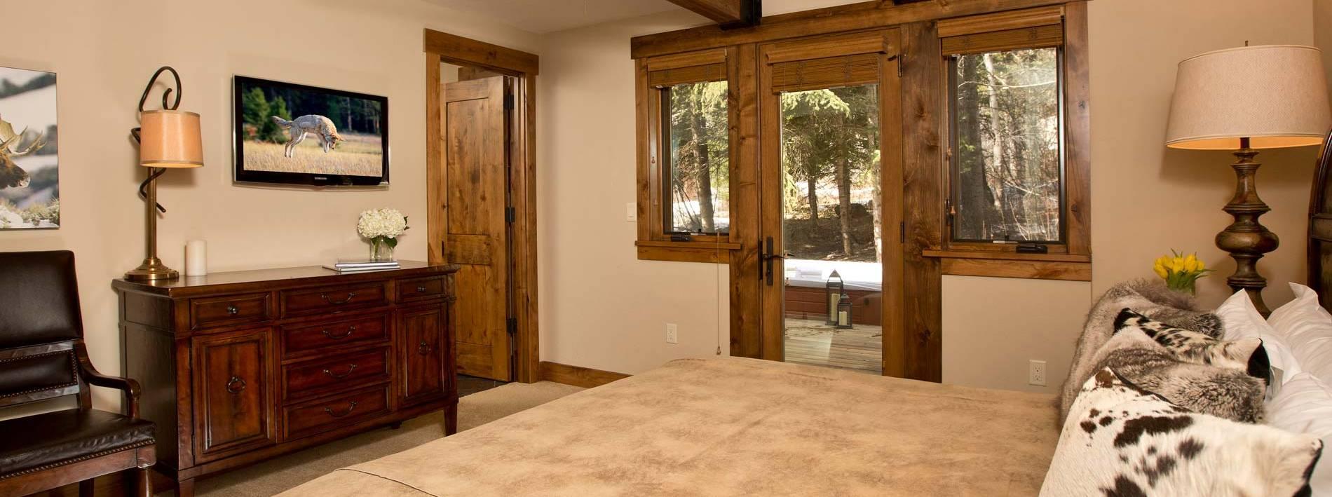 Spacious bedroom in the Blue Moose Lodge in Teton Village
