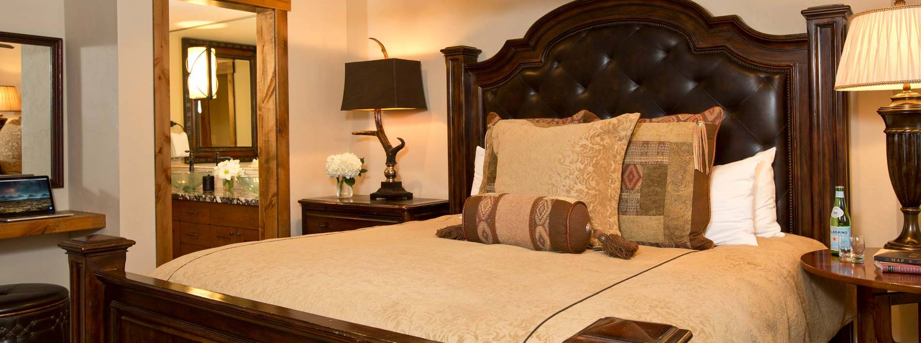 Spacious king bedroom in the Blue Moose Lodge in Jackson Hole