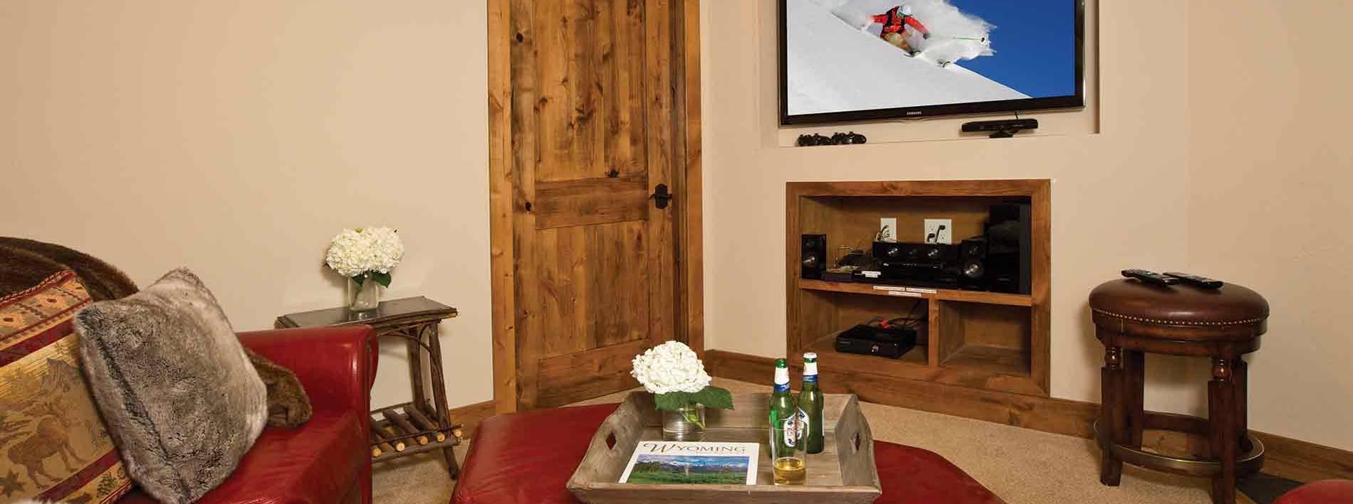 Spacious TV room in the 6 bedroom Blue Moose Lodge