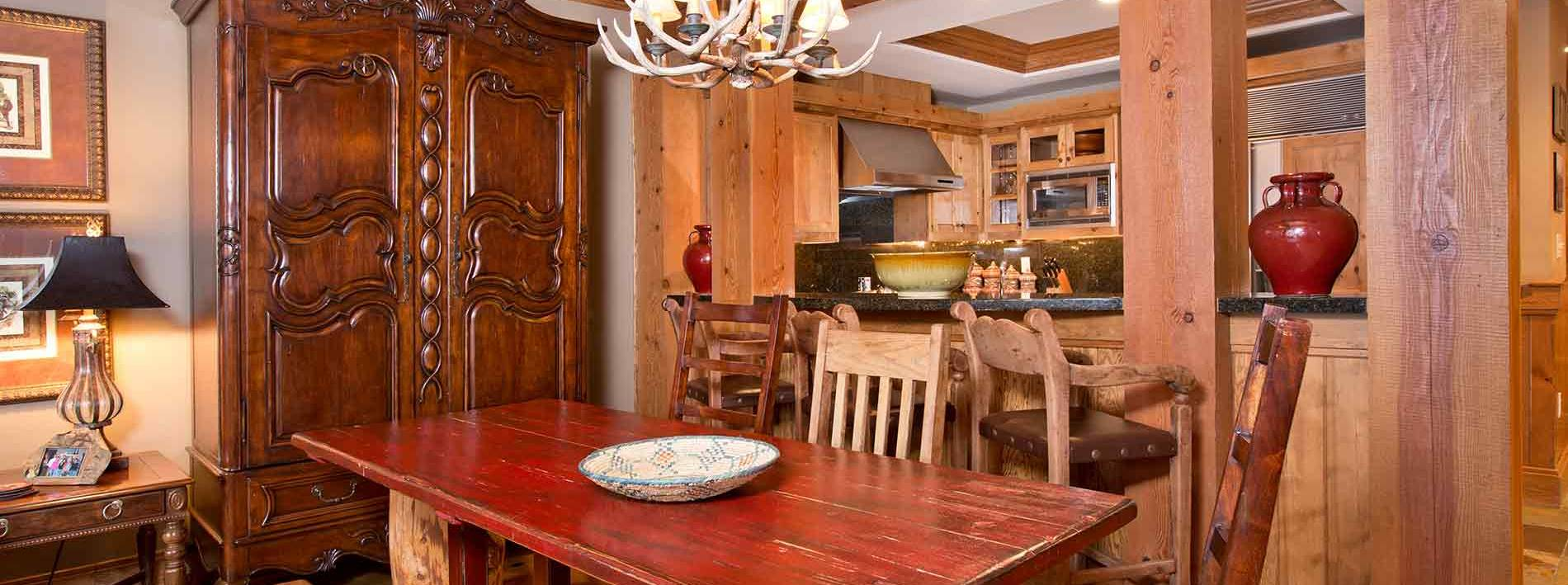 Kitchen table in the Buffalo private home rental
